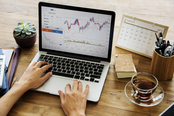 Computer with charts - The Importance of a Trading Plan